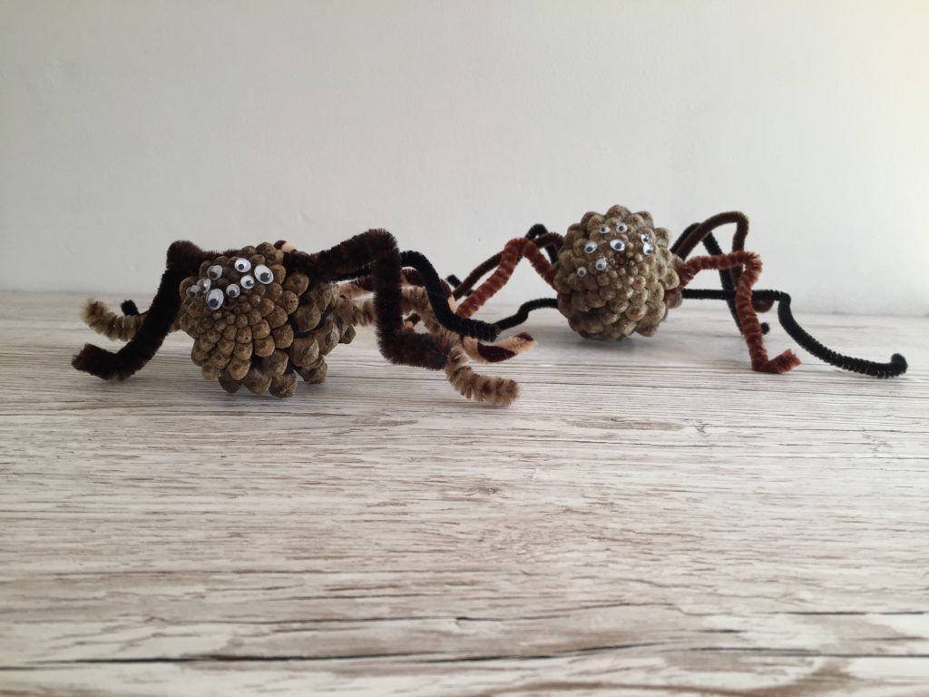 How to make Easy, Cute Pine Cone Spiders. Perfect for Halloween decoration or just because!