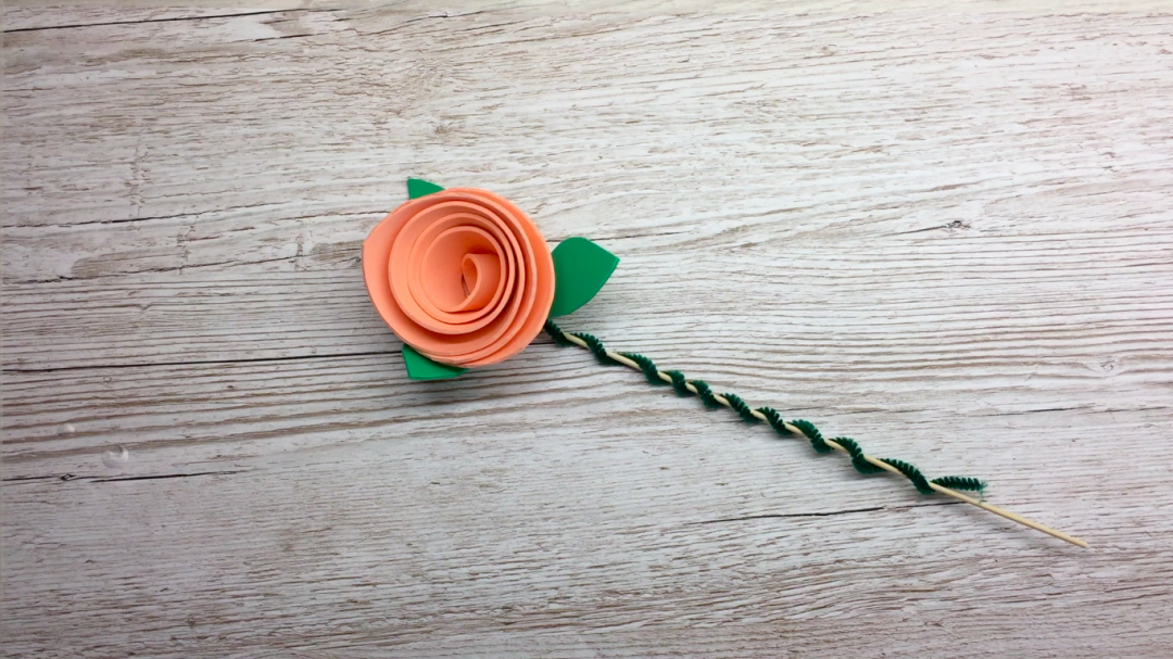 How to make a beautiful bunch of flowers. This craft tutorial is for a Rose. We hope you like it