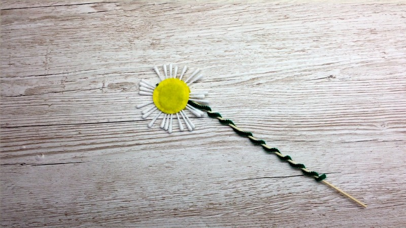 How to make a beautiful bunch of flowers. This craft tutorial is for a Daisy. We hope you like it